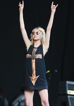 Momsen ended her time on Gossip Girl early to focus on her music career. She is the lead singer of goth rock band The Pretty Reckless and is currently on tour. Taylor Michel Momsen, Taylor Momsen Style, Taylor Momson, Taylor Swift, Jenny Humphrey, Cw Series, Kino Film, Celebs, Actresses
