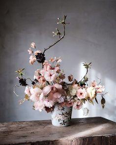 Beautiful Flower Arrangement Design Decor Ideas 09 – Famous Last Words Beautiful Bouquet Of Flowers, Beautiful Flower Arrangements, Floral Flowers, Flower Vases, Spring Flowers, Flower Art, Floral Arrangements, Beautiful Flowers, Wedding Flowers