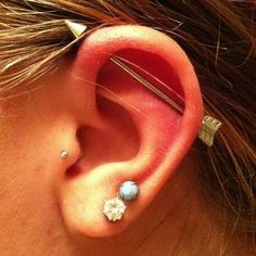 Arrow industrial piercing. Click on the photo to get it! Piercing industrial con flecha. Click en la foto para conseguirlo!
