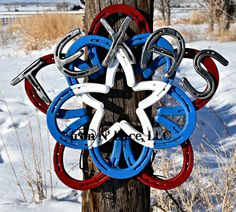 Texas horseshoe star wreath Horseshoe Wreath, Horseshoe Art, Horseshoes, Metal Art, Football Helmets, Texas, Iron, Wreaths, Star