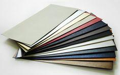 Buste fornite con strip adesivo per facilitare la chiusura. A disposizione molteplici colori e formati, ideali per creare la propria immagine coordinata busta + invito uguali.