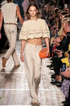Isabel Marant Spring 2020 Ready-to-Wear Fashion Show Collection: See the complete Isabel Marant Spring 2020 Ready-to-Wear collection. Look 14 Fashion Week Paris, Fashion 2020, Love Fashion, Runway Fashion, Fashion Weeks, London Fashion, High Fashion, Isabel Marant, Knitwear Fashion