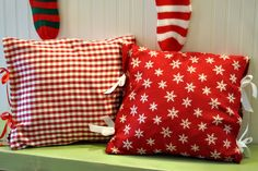 Cloth Dinner Napkins = Christmas Pillows