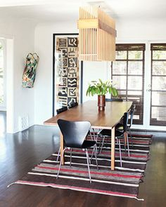 American fashion designer Rachel Pally's Dining Room - with Arne Jacobsen 7 SERIES black chairs