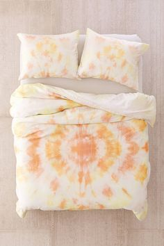 Find everything you need for your bed at UO. Shop duvet covers, quilts, comforters and bedding sets in floral, boho & tie dye patterns! Tie Dye Bedding, Duvet Bedding, Bedding Sets, King Duvet, Tie Dye Bedroom, Bedroom Curtains, Boho Duvet Cover, Bed Duvet Covers, Diy Tie Dye Duvet Cover