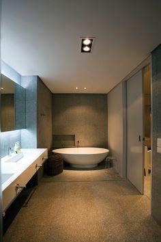 Hotel and Resort Design, Bathroom Idea Bathroom Tub As White Roof Space Interior Decoration: Extraordinary Idyllic Beach House Blending in W...