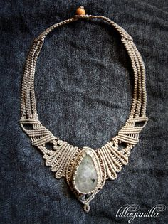 Fantasy Necklace in Macrame with large Stone and by Lillagunilla