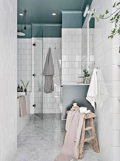 Blue Bathroom: ideas and tips to decorate the environment with this color - Home Fashion Trend Rustic Bathroom Vanities, Boho Bathroom, White Bathroom, Bathroom Storage, Bathroom Interior, Modern Bathroom, Small Bathroom, Bathroom Ideas, Shower Ideas
