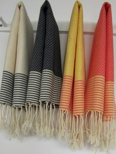 Set of 2 Guest towel solid with thin stripes by Scents and Feel