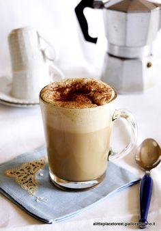 Caffè freddo cremoso fatto in casa. Coffee.