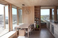 Bygde hytta over sprekken i landskapet - Aftenposten