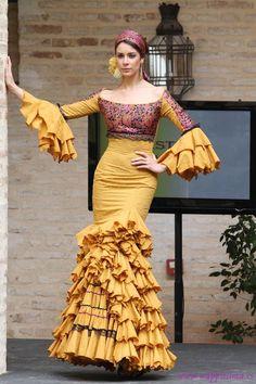 Todo Ideas en trajes de gitana mostaza Flamenco Party, Flamenco Costume, Flamenco Dresses, Cute Dresses, Beautiful Dresses, Formal Dresses, Cuban Dress, Mermaid Gown, African Fashion Dresses
