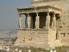 Greek temples (naos – meaning dwelling place in reference to the belief that the god dwelt in that place, or at least temporarily visited during rituals) were places of formal worship. Each Greek community had its own sacred sites and temples which were looked after by priests. (Article by Jade Koekoe/Photo by Mark Cartwright)