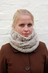 I started this cowl when we had the first rime frost here in Denmark. I knew I wanted something that was warm, comfy and simple to knit. This cowl is exactly that. Cowl Scarf, Knit Cowl, Knit Crochet, Knitting Projects, Knitting Patterns, Cowl Patterns, How To Purl Knit, Frost, Denmark