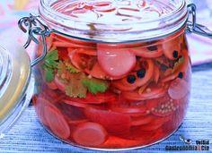 Cómo hacer rabanitos encurtidos con lima y cilantro, id Healthy Low Carb Recipes, Pickles, Dips, Mason Jars, Food And Drink, Healthy Eating, Nutrition, Cooking, Snacks Saludables
