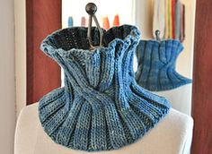 Ravelry: Elizabeth Cowl pattern by Michele Rose Orne