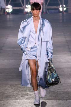 Balmain Men's Spring Summer 2020 Fashion Show in Paris: Video + The Full Looks Queer Fashion, Androgynous Fashion, Moda Fashion, Fashion 2020, Runway Fashion, High Fashion, Fashion Show, Fashion Outfits, Androgynous Girls