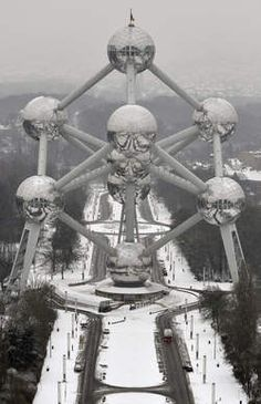 Atomium in the snow..#brussels - Brings me back to memories!