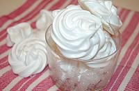 Fursecuri cu crema de curmale - LaLena.ro Thing 1, Romanian Desserts, Delicious Deserts, Icing, Cake Recipes, Sweet Treats, Bakery, Sweets, Cooking