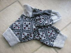 from  :Around the World in Knitted Socks: 26 Inspired Designs