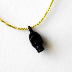 pikkukallo-riipus musta #hopeakoru #verkkokauppa #JulianKorulipas Jewelry Design, Pendant Necklace, Drop Necklace