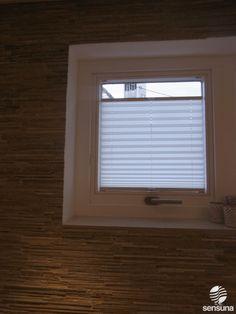 plissees f r dreiecksfenster und andere sonderformen hier sensuna plissees f rs badezimmer. Black Bedroom Furniture Sets. Home Design Ideas