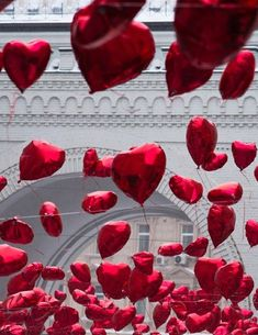 red Valentine heart balloons  ♥♥♥♥ ❤ ❥❤ ❥❤ ❥♥♥♥♥