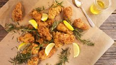 Fennel and Rosemary Fried Chicken or Chicken Wings New Recipes, Cooking Recipes, Favorite Recipes, Turkey Recipes, Dinner Recipes, Rachel Ray Recipes, Buttermilk Chicken, Rosemary Chicken, Chicken Wing Recipes