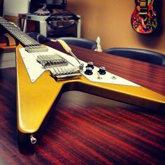 '67 Flying V Reissue VOS in Antique Gold with Maestro