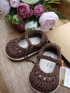 Baby booties; I need to learn how to make some that are this cute!