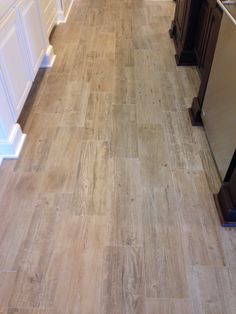 Sunwood Legend Beige Tile with narrow grout lines.