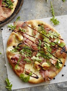 Arugula Fig Pizza from www.whatsgabycooking.com - the best and most delicious way to use up all those figs this time of year! (@whatsgabycookin)
