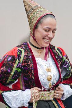 Sardinia Island, Beautiful Muslim Women, Folk Clothing, Europe Fashion, Ethnic Dress, World Cultures, Ethnic Fashion, Traditional Dresses, Marie