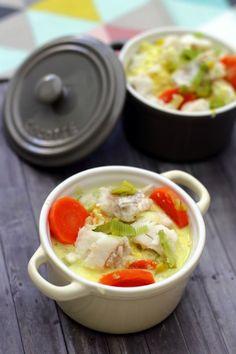 Une recette de poisson, ce n'est pas très courant... Et pourtant en ce moment j'en mange très souvent. J'avais donc envie de changer et de réaliser une recette plus cuisinée, ici donc en cassolette avec des petits légumes et une sauce très gouteuse et...