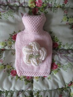 A beautifully hand knitted palest pink coloured hot water bottle cover, with an oversized blousy peony flower on the front. The body of this hot water bottle cover is knitted in a smooth stitch, but with lacy stitch around the neck and bottom edge, giv. Simple Flower Drawing, Easy Flower Drawings, Easy Flower Painting, Hd Flowers, Simple Flowers, Peony Flower, Shade Annuals, Water Bottle Covers, Knitted Flowers