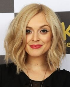 Want this haircut so bad!!! Hair please grow out so I can do this!