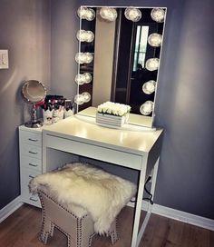 Pin by impressions vanity co. on impressions vanity inspo Vanity Room, Vanity Desk, Desk Organization Diy, Diy Desk, My New Room, My Room, Home Bedroom, Bedroom Decor, Decor Room