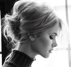 love the casual hair, so pretty