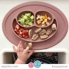 ezpz Gift Bundles include our famous all-in-one placemats, plates & bowls that suction to the table, which means that it captures the mess and eliminates tipped bowls and plates.