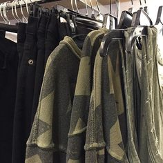 Mix edgy black denim + army green @currentelliott #jeans #skinnyjeans #denim #ootd #fashion #currentelliot @pixxyapp