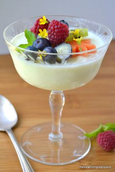 This light Lemon Panna Cotta is the perfect early spring dessert, it's no-bake, super simple, and you can make it dairy free with coconut milk! Spring Desserts, Lemon Desserts, Köstliche Desserts, Dessert Recipes, Plated Desserts, Lemon Panna Cotta, Desserts Printemps, High Tea, Sweet Recipes
