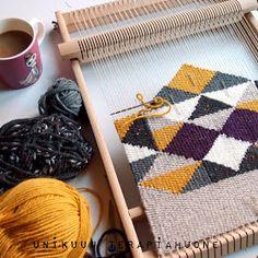 Kudonta august woman t shirt - Woman T-shirts Weaving Loom Diy, Inkle Weaving, Weaving Art, Loom Weaving Projects, Textile Tapestry, Tapestry Weaving, Weaving Textiles, Weaving Patterns, Yarn Crafts