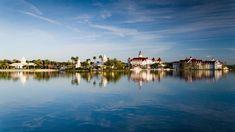 Disney's Grand Floridian Resort & Spa seen from Seven Seas Lagoon Walt Disney World Vacations, Best Resorts, Disney World Resorts, Hotels And Resorts, Florida Theme Parks, Orlando Florida, Florida Disneyworld, Gasparilla Island, Senses Spa