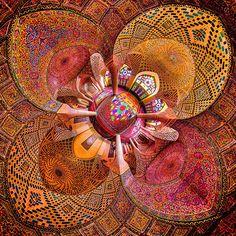 Mohammad Domiri est un Photographe d'Architecture talentueux originaire du nord de l'Iran. Depuis plusieurs années, l'homme photographie l'intérieur grandiose et incroyablement coloré des Mosquées du Moyen-Orient, qui s'illuminent au lever du soleil.