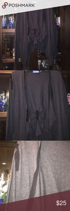 Vera wang gray & Black sweater 👍 Vera Wang gray & black  cardigan lots of detail silk trim around edges the back is gathered with pleats ❤ Vera Wang Sweaters Cardigans