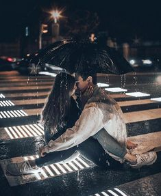 50 Sweet Couple Photographs For Your Endless Romance - Page 23 of 50 - Chic Hostess Relationship Goals Pictures, Cute Relationships, Couple Relationship, Rain Photography, Couple Photography, Birth Photography, Photography Portfolio, Couple In Rain, Couple Fotos