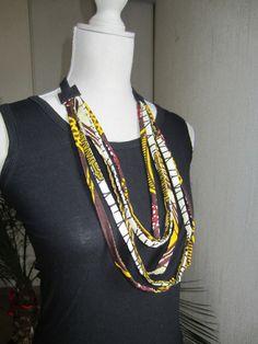 Collier ethnique Céwax en wax tissu africain jaune et prune. Accessoire Bijoux en pagne wax multicolore. Tous les articles Céwax sont des pièces uniques et sont fabriqués à la main en France