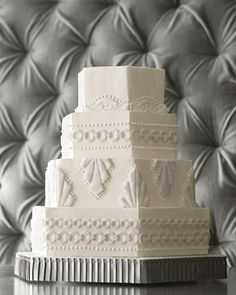 Art deco or what, I just got craving for this cake. Martha Steward art deco wedding cake, white on white, hexagonal! 1920s Wedding Cake, Great Gatsby Wedding, Art Deco Wedding, Wedding Themes, Wedding Cakes, Wedding Ideas, Dream Wedding, Wedding Stuff, Trendy Wedding