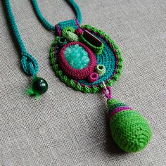 "Photo from album ""Вязаные украшения Элин Томас (Crochet jewellery by Elin Thomas)"" on Yandex. Fiber Art Jewelry, Textile Jewelry, Fabric Jewelry, Beaded Jewelry, Handmade Jewelry, Crochet Jewellery, Gold Jewelry, Jewelry Rings, Jewelery"