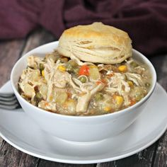 Crockpot Chicken Pot Pie The Best Crock pot Chicken Pot Pie Recipe. You are going to love this easy chicken pot pie recipe. It is our favorite crock pot recipe! Slow Cooker Huhn, Slow Cooker Chicken, Slow Cooker Recipes, Crockpot Recipes, Cooking Recipes, Chicken Pot Pie Recipe Crockpot, Chicken Crock Pot Meals, Easy Crock Pot Meals, Crock Pot Healthy